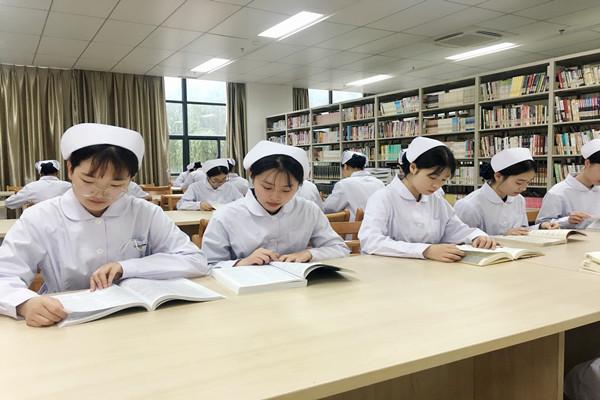 """""""庆祝新中国成立70周年——我和我的祖国""""主题阅读活动启动1_副本.jpg"""